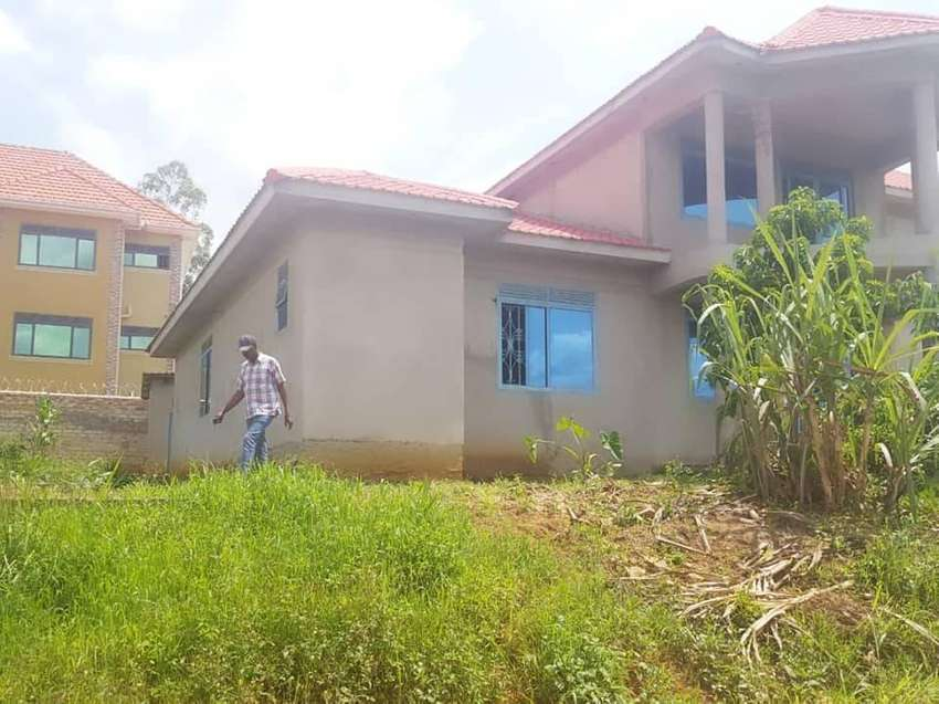 700m in Mbarara Ruharo seated on 35 decimals 5 bedrooms 0