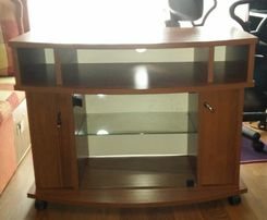 Sprzedam szafkę pod telewizor na kółkach w bardzo dobrym stanie 80cm