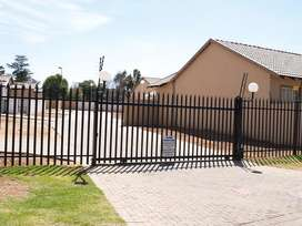 Simplex 3-bed 2-bath townhouse for rent - Randfontein, West Rand