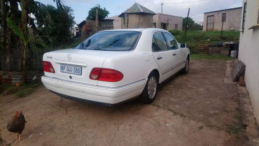 Im selling my Mercedes E230 AUTOMATIC  1998 W210 in good running condi