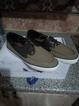 Fresh Sneakers for gents - Size 8