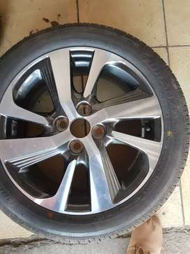 Selling original Mags Wheels and Tyre for KIA,size 195/50/R16