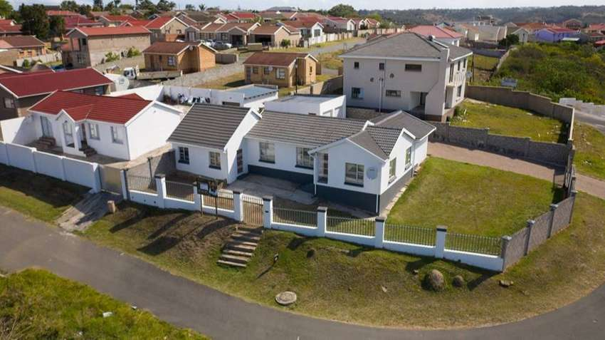 3 Bedroom house for sale in Beacon Bay by public Auction 0