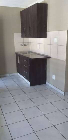 NICE SPACIOUS BACHELOR ROOMS AVAILABLE FOR MONTHLY RENTALS IN TEMBISA
