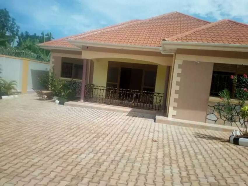 3 bedrooms bangalow for sale on entebe road @ 300m 0