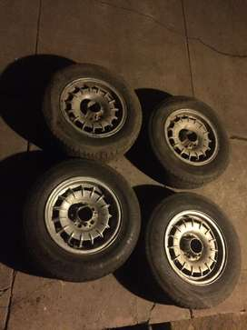 Mercedes benz W123 rims with tyres