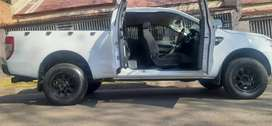 FORD RANGER CLUB CAB IN EXCELLENT CONDITION2.2 SIX SPEED