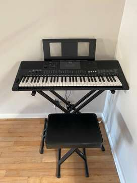Yamaha's PSR-E463 keyboard - Stand, stool & Pedal included