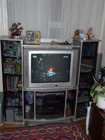 Тумбочка под телевизор (очень вместительная)