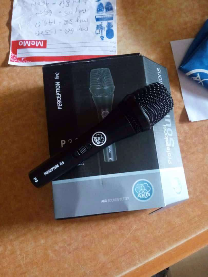 AKG WIRED MICROPHONE 0