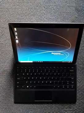 TOUCHSCREEN Lenovo 2 in 1 i3 7th, 4GB Ram, 256SSD