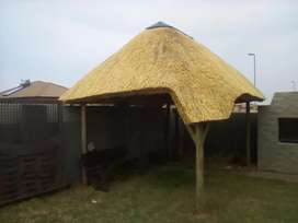 Thatching Lapa roofs and pools