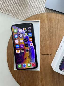 iPhone XS (256GB) Excellent condition  + box & accessories.