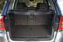 Обшивка: двери багажника, багажника, стоек и потолка - Opel Zafira B