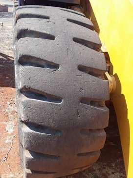 Tyres 23.5 L5 Radial Triangles (used)