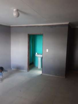 Big Garage to rent with own shower, toilet and basic