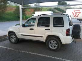 jeep Cherokee 3.7, v6 good condition,  everything you want in a car