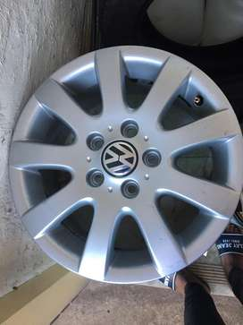 4 vw rims nice with no scratches