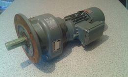 Motoreduktor 21 obr 0.37kW silnik elektryczny