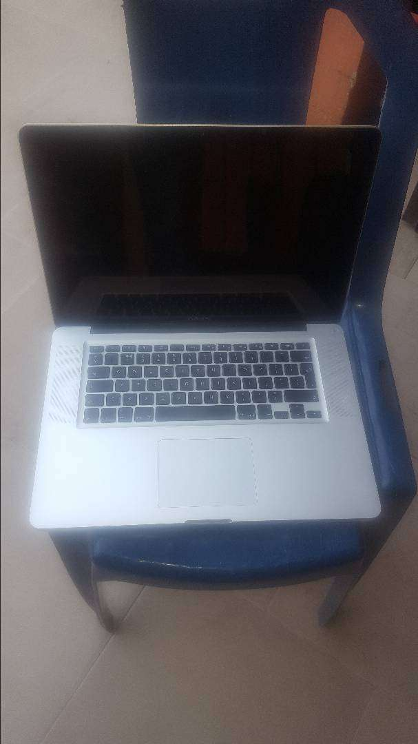 Apple MacBook pro i7 processor 16gb ram 500gb hdd 0