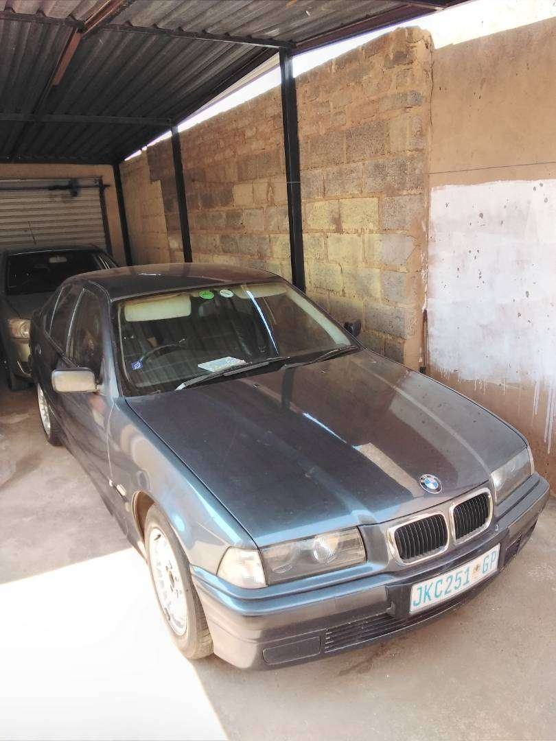 Bmw 318is 0