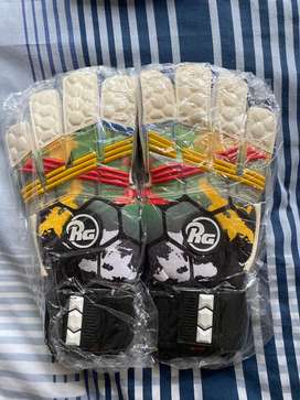 RG soccer gloves 10/10 condition SIZE 10 never used before