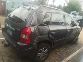 Stripping Hyundai Tucson