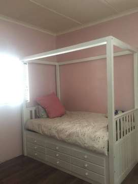 3/4 girl bed with 9 x drawers