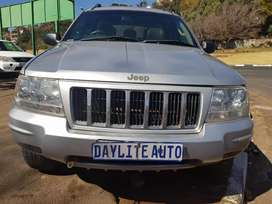 2005 Jeep GrandCherokee V8 4.7  Quadra-Drive with Sunroof and leather