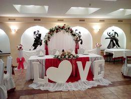 Скатерти в аренду, оформление свадьбы тканью, цветами.
