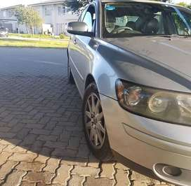 S40 2.4 interior and body very good condition.