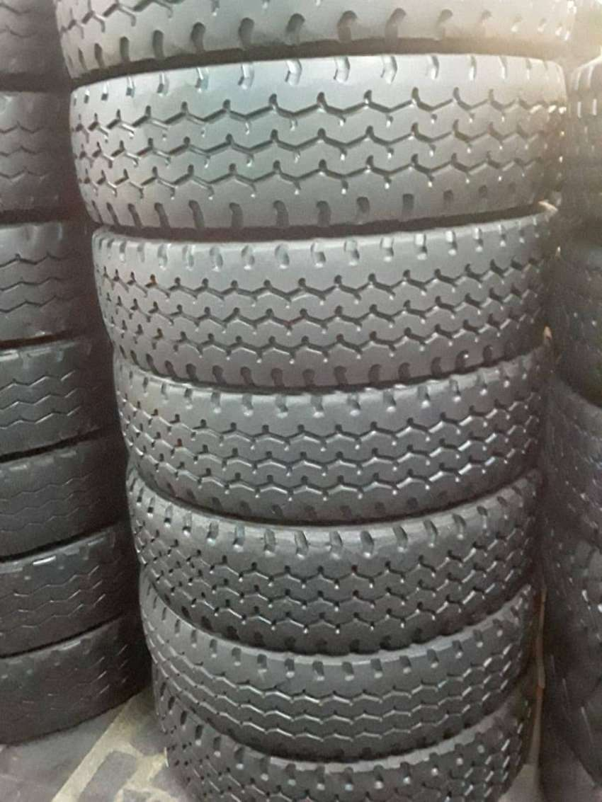 12R GOOD SECOND HAND TRUCK TYRES 0