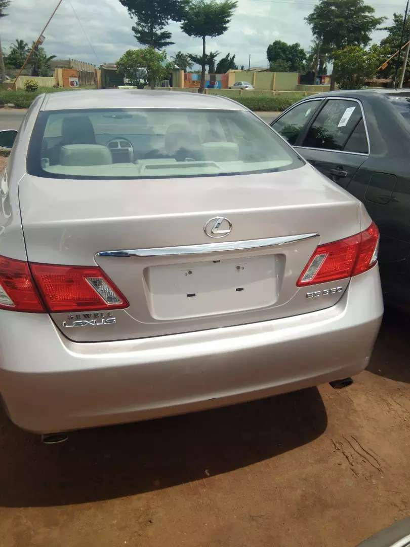 Very clean and excellent LexusES 350 tokunbo full option 07 0