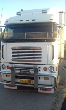 2000 Freightliner Argosy 500hp for sale, very good condition.