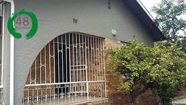 Clean, furnished student accommodation 500m from UJ with FREE WIFI