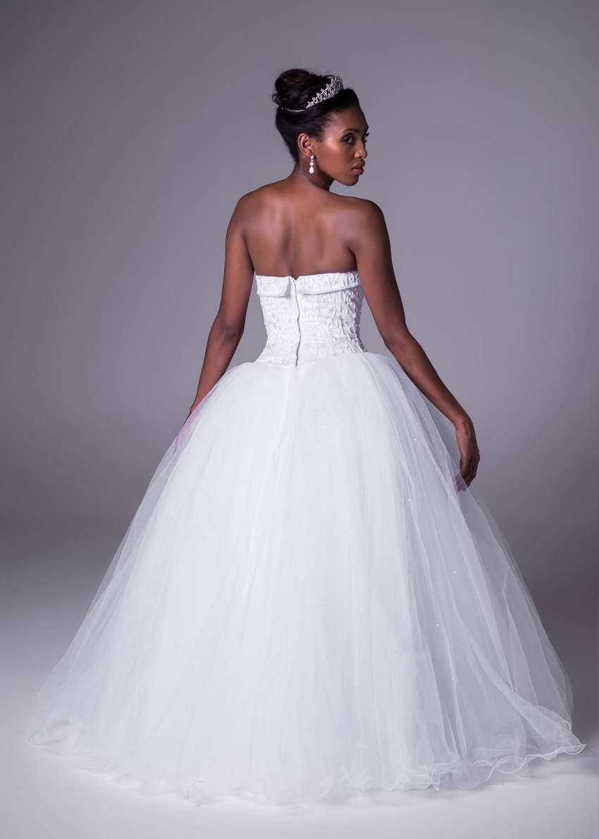 Ball gown style wedding dress 0