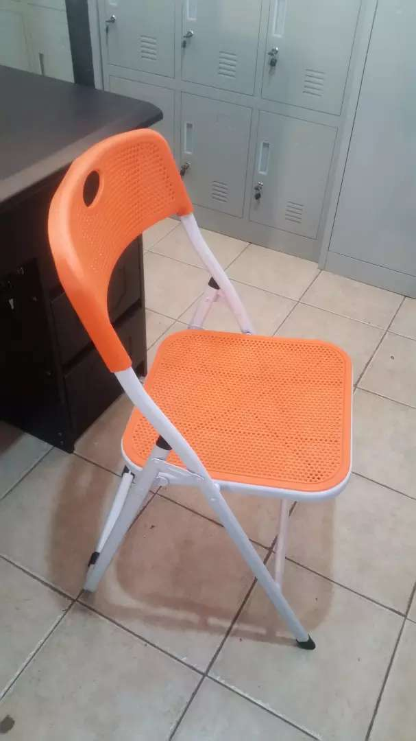 Brand new foldable plastic chair 0
