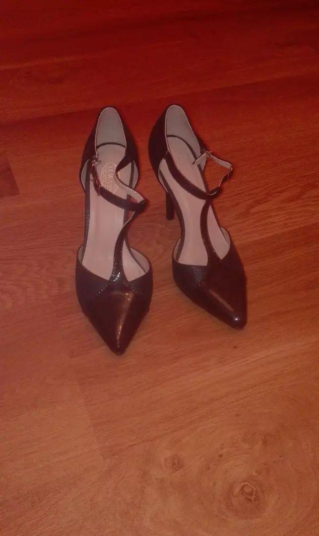 Černé boty na podpadku 0