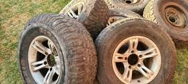 4 x mags and tyres to fit Toyota Bakkie 275/75R16 .5 x 152 PCD