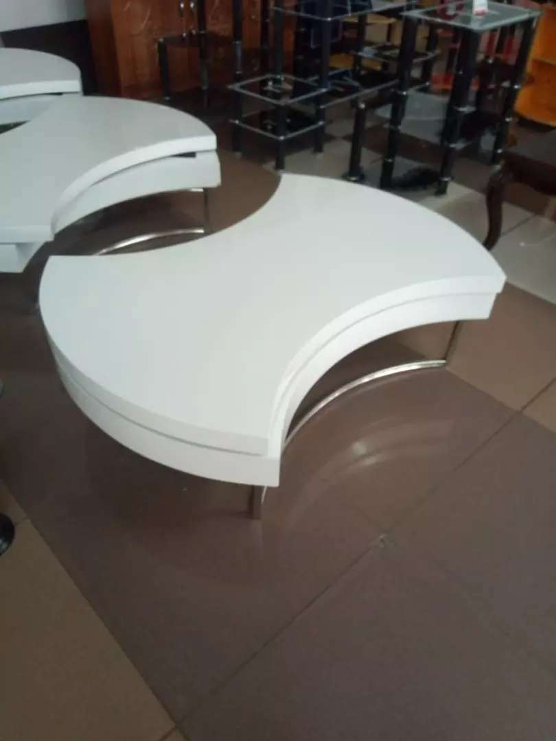 Rotating white coffee table 0