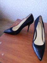 Туфли женские классические кожанные.