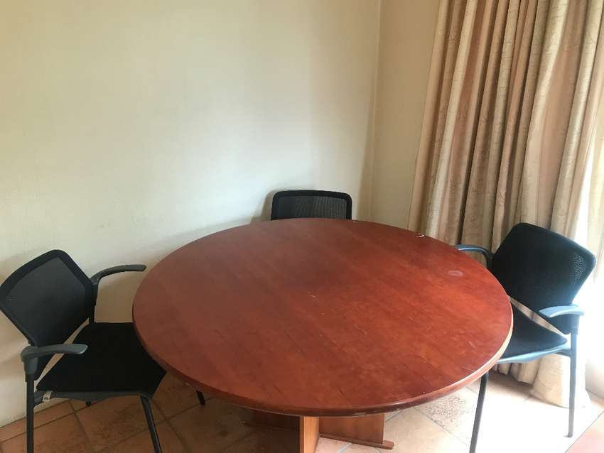 Table Boardroom Round with chairs 0