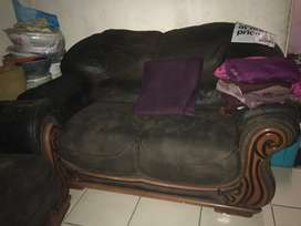 Hi selling my second hand couches it's a 4 piece set it's R4000