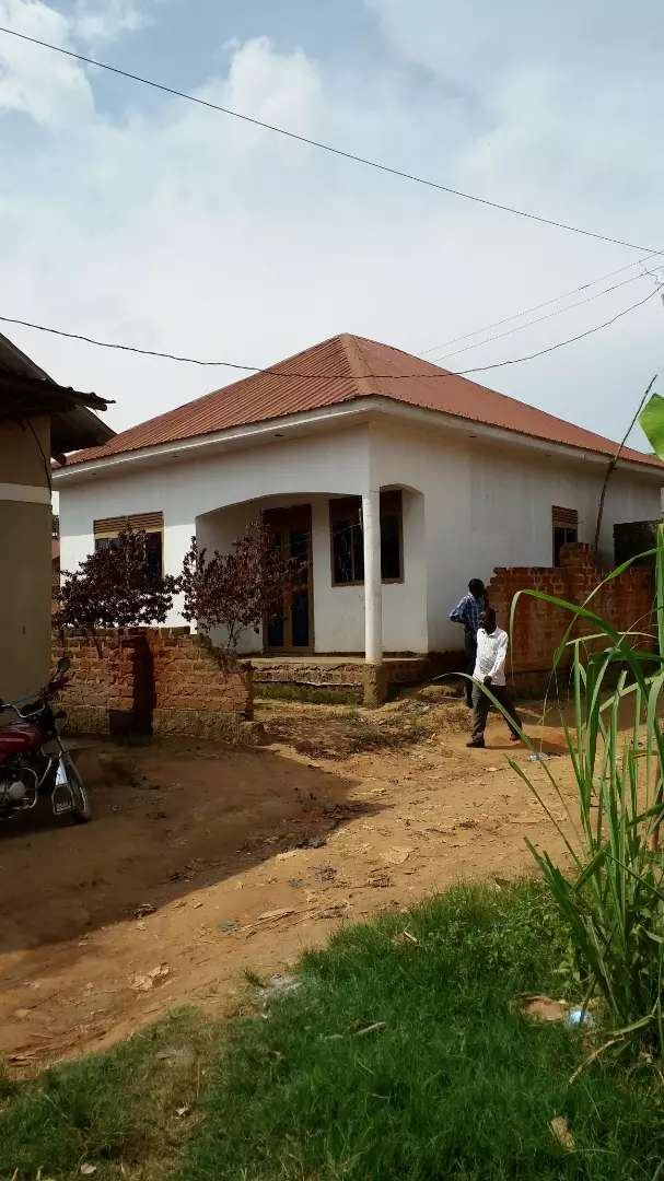 2 bedrooms house for sale in salaama road Kabuma plot 30 by 50 ft 0