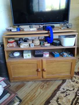 Oak TV stand with swivel top