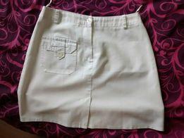 Krótka biała spódniczka
