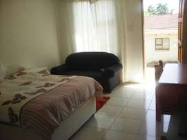 Bachelor flats in Southernwood for rent - R3000