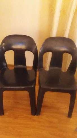 2 plastic chairs new