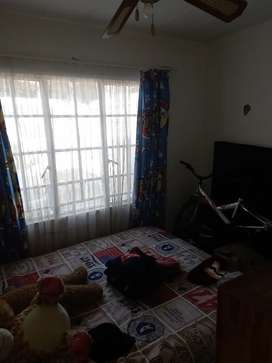 Neat ensuit rooms with own prepaid elec meter to rent