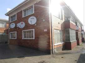 Very spacious 2 bedroom apartment in rosettenville